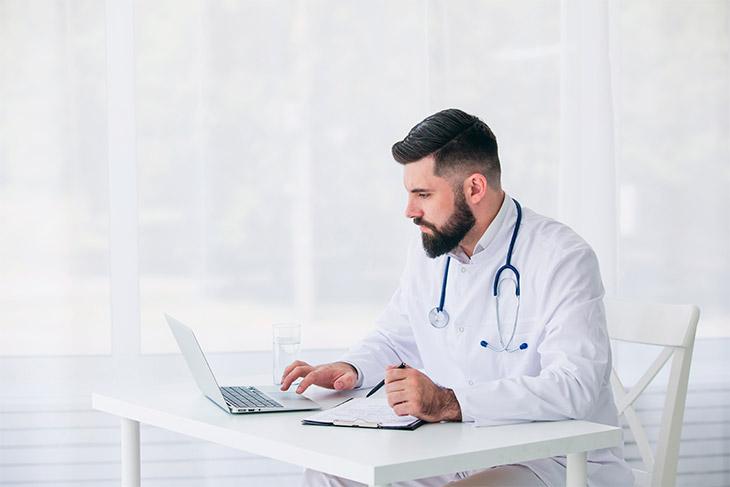 Conheça as exigências legais e específicas para o laboratório de análises clínicas