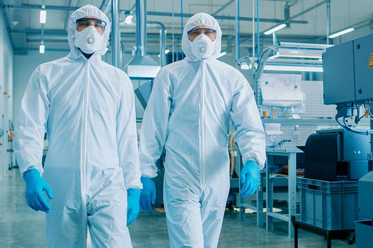 Qual é o papel do laboratório e dos funcionários quanto aos EPIs?