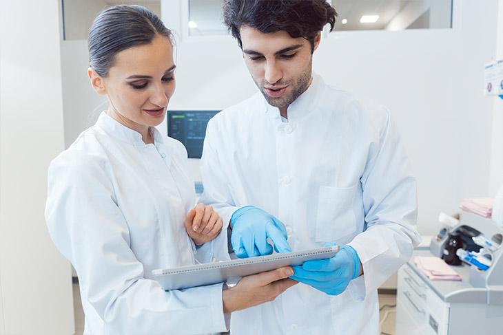 A tecnologia para superar desafios para abrir um laboratório de análises clínicas