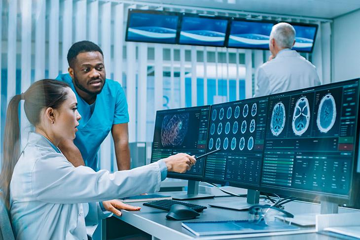 Quais são as vantagens de implementar a automação laboratorial?