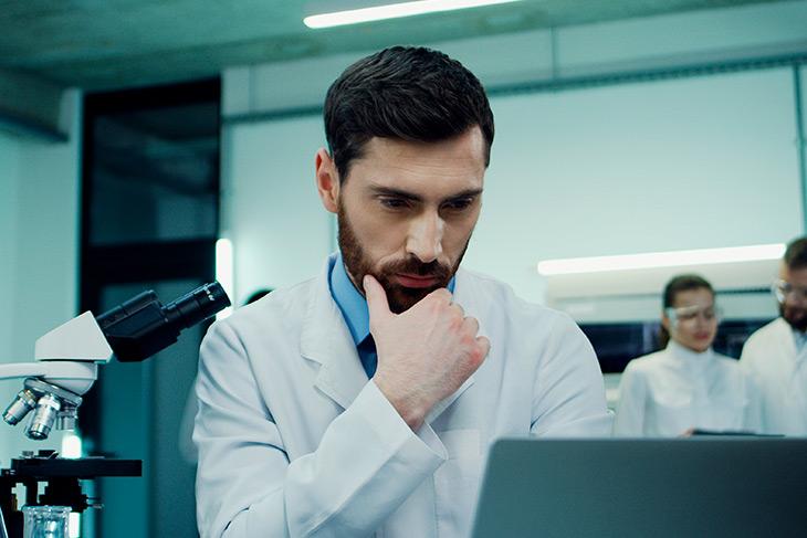 Vantagens do uso das tecnologias laboratoriais e da oferta de resultados online em laboratórios de análises clínicas