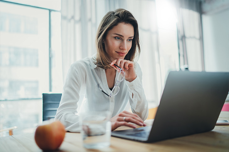 Quais habilidades o gestor financeiro do laboratório deve ter?