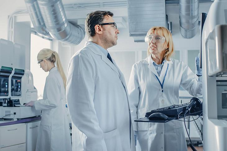 Quais são os benefícios de aplicar a tecnologia para gestão laboratorial?